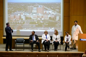 Lunch at Learn panel discussion at colon health event.