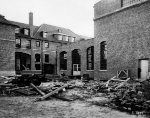 The unfinished Patient Services Building, c. 1914. (From the Conrad R. Lam Collection, Henry Ford Health System. ID=01-014)
